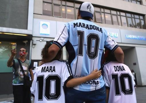 """Tinh thần """"cháy hết mình"""" của Maradona còn mãi trong lòng người hâm mộ"""