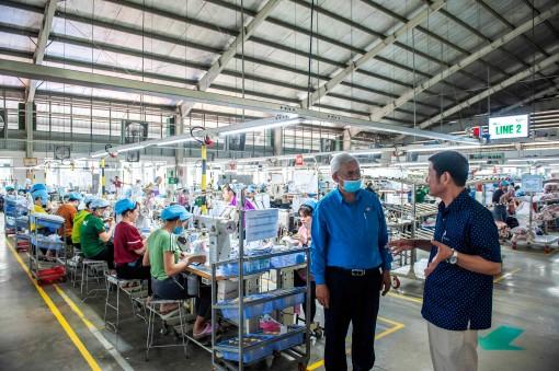 Liên đoàn Lao động tỉnh An Giang tiếp tục thăm hỏi, hỗ trợ đoàn viên, người lao động có hoàn cảnh khó khăn bị ảnh hưởng do dịch bệnh COVID-19