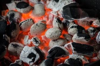 Quảng Bình: Dùng than để sưởi ấm, 4 mẹ con thương vong