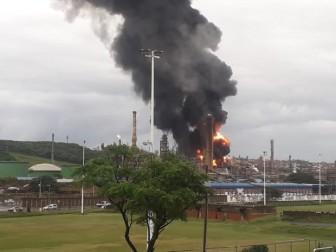 Nổ nhà máy lọc dầu tại Nam Phi, cách xa 25km vẫn nghe thấy tiếng nổ
