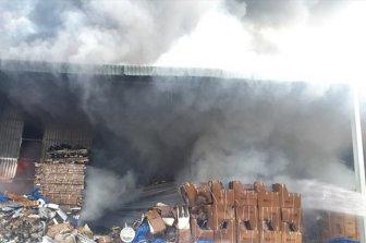 Bình Dương: Cháy xưởng 1.000m<sup>2</sup> của công ty vật liệu xây dựng
