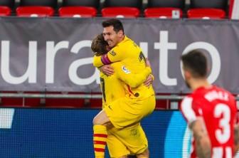Messi lập cú đúp, Barca chen chân vào top 3