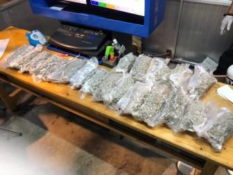 Liên tục triệt phá các vụ buôn lậu ma túy qua đường hàng không