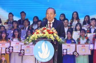 Phó Thủ tướng Thường trực trao giải 'Sinh viên 5 tốt' và 'Sao Tháng Giêng' năm 2020