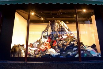 """Cuộc xâm chiếm dần vào làng thời trang cao cấp của """"vải phế liệu"""""""