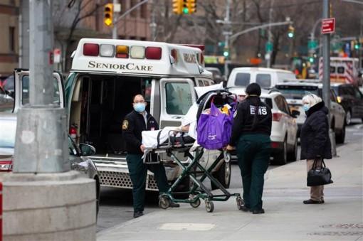 Mỹ 24.000 người tử vong/9 ngày đầu năm; Anh vượt 3 triệu ca bệnh