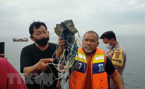 Vụ rơi máy bay Indonesia: Máy bay gặp nạn nằm dưới mặt biển 20-23m