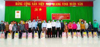 Đoàn đại biểu Quốc hội tỉnh An Giang thăm, tặng quà gia đình chính sách và hộ nghèo huyện Tịnh Biên
