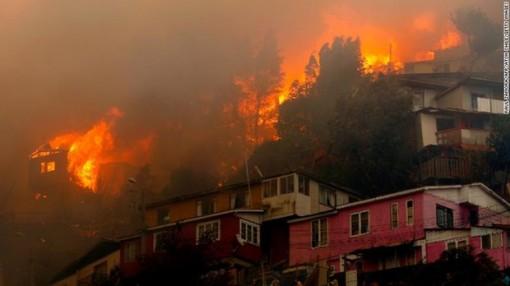 Cháy rừng tại Chile khiến hơn 25.000 người phải sơ tán