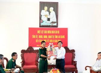 Chủ tịch UBMTTQVN tỉnh An Giang Nguyễn Tiếc Hùng thăm, chúc Tết các lực lượng vũ trang và gia đình chính sách