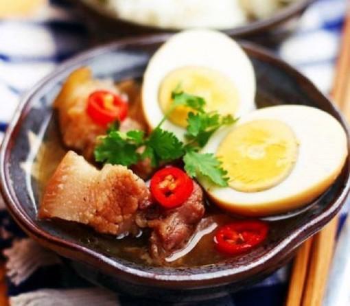 Thịt lợn kho trứng ai ăn cũng khen