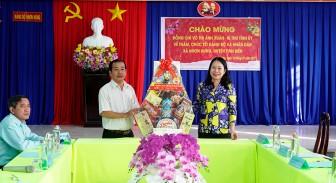 Bí thư Tỉnh ủy An Giang Võ Thị Ánh Xuân tặng quà Tết hộ nghèo xã Nhơn Hưng