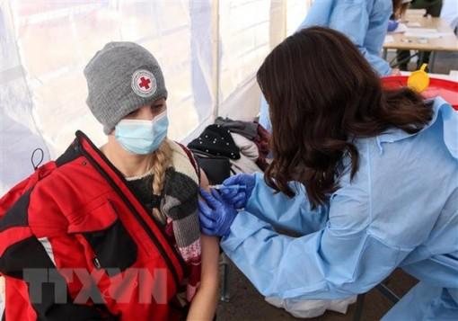 WHO kêu gọi đảm bảo phân phối công bằng vắcxin COVID-19