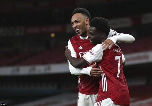 """Aubameyang lập cú đúp, Arsenal bắn hạ """"Chích chòe"""""""