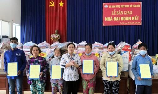 Phú Tân hoàn thành 6 căn nhà mới cho các hộ bị hỏa hoạn ở Tân Hòa