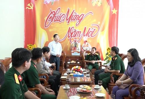 Phó Chủ tịch HĐND tỉnh An Giang Đỗ Tấn Kiết thăm, chúc Tết lực lượng vũ trang trên địa bàn huyện Châu Phú