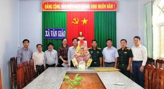 Thăm, chúc Tết và tặng quà hộ nghèo tại xã Văn Giáo