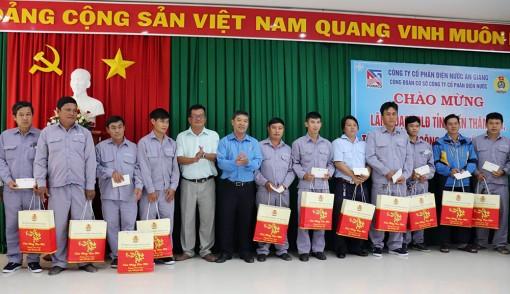 Liên đoàn Lao động tỉnh An Giang thăm, tặng quà doanh nghiệp, người lao động nhân dịp Tết Nguyên đán Tân Sửu 2021