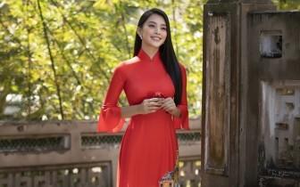 Hoa hậu Tiểu Vy đẹp tinh khôi với áo dài truyền thống