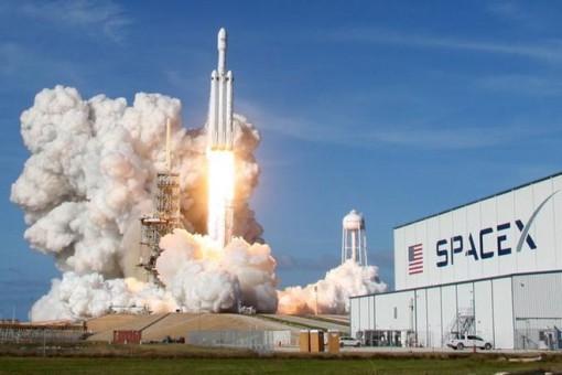SpaceX phóng số lượng vệ tinh kỷ lục