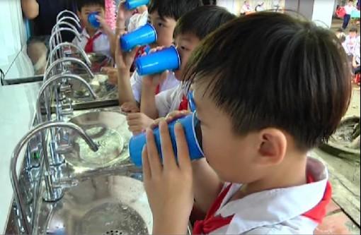 Chợ Mới tài trợ hệ thống nước sạch cho 10 trường học