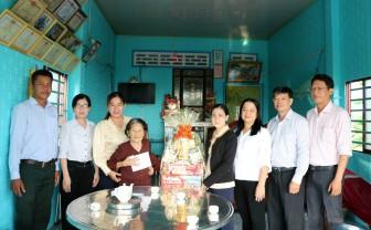 Lãnh đạo huyện Châu Thành thăm, chúc Tết mẹ Việt Nam Anh hùng Nguyễn Thị My và các địa phương