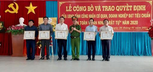 """Chủ tịch UBND tỉnh An Giang công nhận 148 cơ quan, doanh nghiệp đạt tiêu chuẩn """"An toàn về an ninh trật tự"""" năm 2020"""