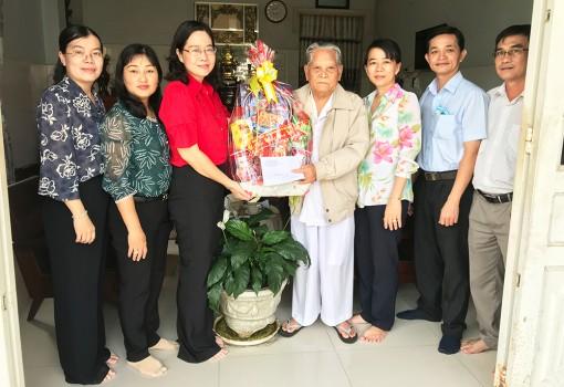 TP. Long Xuyên: Thăm, tặng quà nhân dịp Tết Nguyên đán Tân Sửu 2021