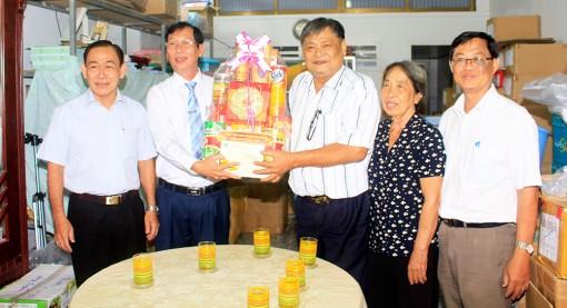 Phó Chủ tịch UBND tỉnh An Giang Lê Văn Phước thăm, chúc Tết các đơn vị và gia đình chính sách