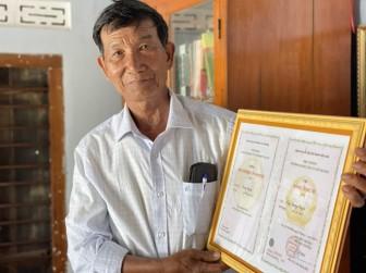 Lão nông 74 tuổi quyết tâm lấy bằng tiến sĩ