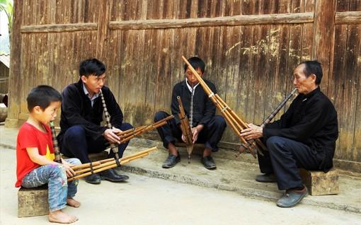 Người thổi hồn vào tiếng khèn H'Mông