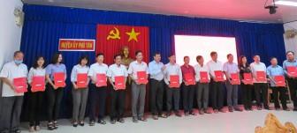 Phú Tân công bố quyết định công tác cán bộ