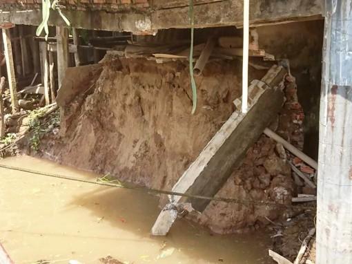 Sạt lở ở xã Long Điền B, 1 căn nhà sụp  xuống rạch Ông Chưởng