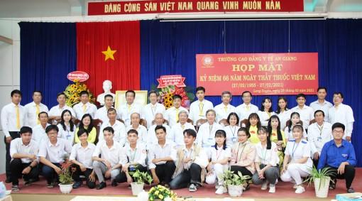 Trường Cao đẳng Y tế An Giang họp mặt kỷ niệm 66 năm ngày Thầy thuốc Việt Nam