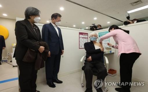 Khởi động chiến dịch tiêm chủng, Hàn Quốc kỳ vọng đạt miễn dịch cộng đồng vào tháng 11