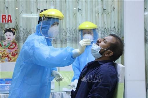 Ngày Thầy thuốc Việt Nam 27-2: 'Lá chắn' nơi tuyến đầu chống dịch