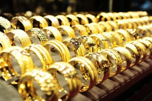 Giá vàng hôm nay 28-2: Vàng lao dốc