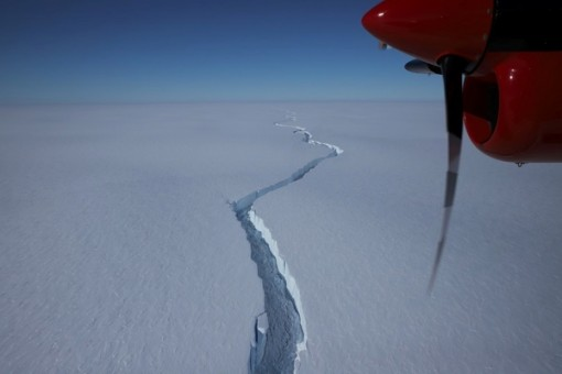Tảng băng trôi khổng lồ chưa từng có tách khỏi Nam Cực