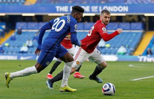 Phung phí cơ hội, Chelsea chia điểm với MU