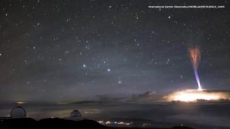 Tia sét kỳ lạ xuất hiện giữa bầu trời Hawaii