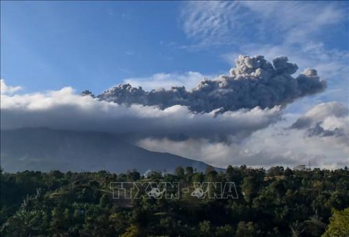 Indonesia: Núi lửa Sinabung lại phun trào cột tro bụi cao khoảng 3 km