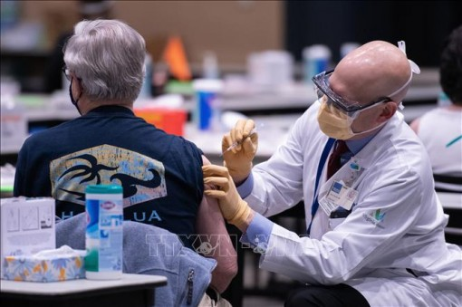 Tổng thống Mỹ khẳng định có đủ vaccine ngừa COVID-19 cho người lớn vào cuối tháng 5