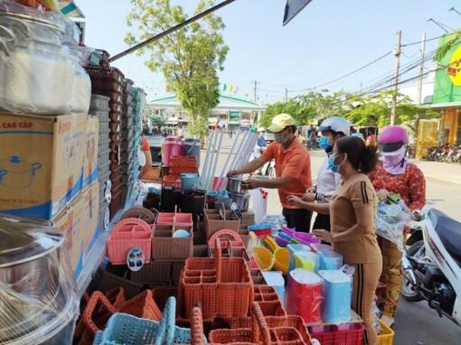 Chuyến xe hàng Việt về nông thôn lưu động tại huyện Châu Thành