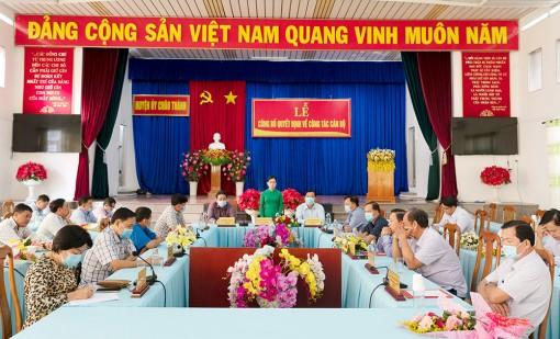 Ban Thường vụ Huyện ủy Châu Thành trao quyết định công tác cán bộ