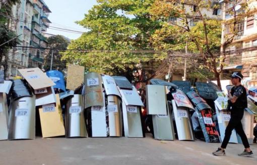 Lực lượng an ninh Myanmar đột kích xuyên đêm tại Yangon