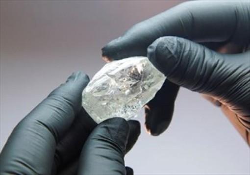 Phát hiện hai viên kim cương hơn 100 carat tại Angola