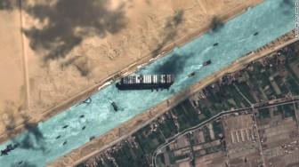 'Siêu trăng giun' trợ lực giải phóng tàu container mắc kẹt trên kênh Suez