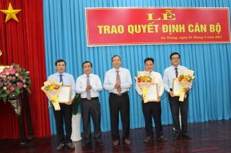 Ban Thường vụ Tỉnh ủy An Giang trao quyết định công tác cán bộ