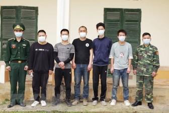 Bắt 4 đối tượng đưa người nước ngoài xuất cảnh trái phép sang Lào