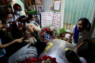 Thêm 4 người chết trong biểu tình, Myanmar bắt hàng loạt người nổi tiếng